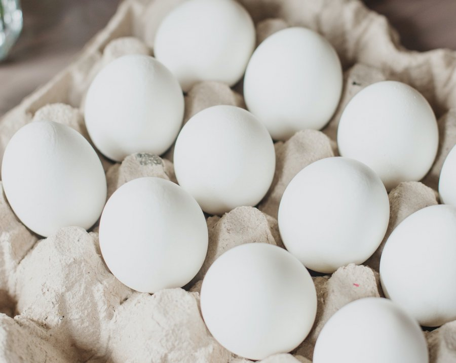 white-eggs-on-brown-tray-3980617